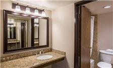 Santa Maria Inn Rooms - Tower Bathroom